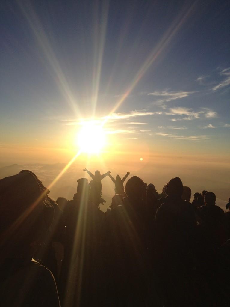 富士登山山頂の様子