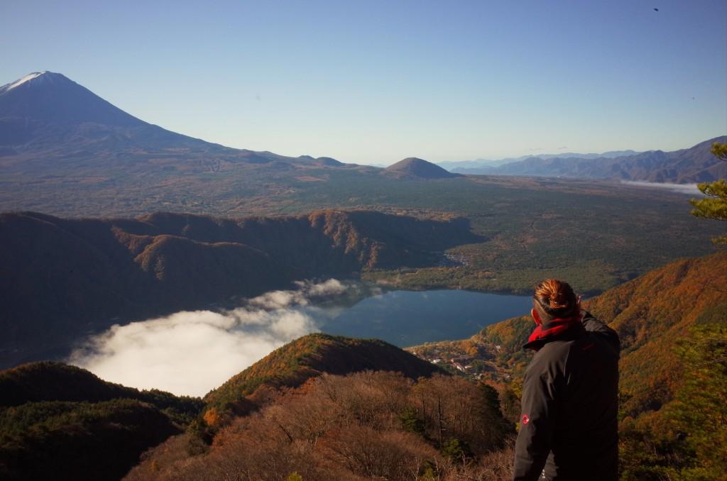 富士五湖は魅力ある場所であふれている。(十二ヶ岳頂上付近からの眺め)